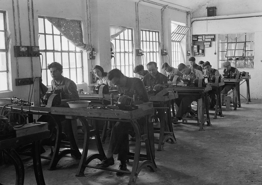 European Jews fled to Palestine during World War II and worked in diamond-cutting factories for a thriving industry. (Photo: Library of Congress)