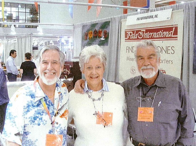 Judith and Campbell Bridges, with Pala's Josh Hall at left, at the 2009 AGTA GemFair Tucson, six months before Campbell's death. (Photo: Bruce Bridges)
