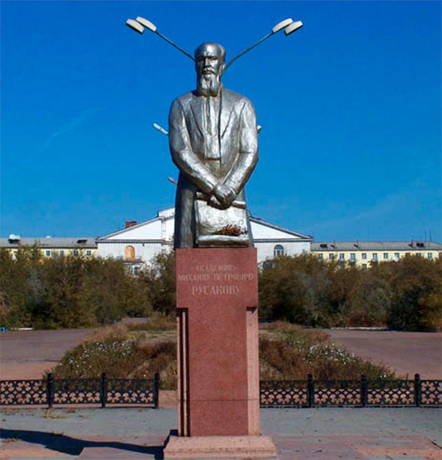 The monument to M. P. Rusakov (1892–1963) in the town of Balkhash near the jade deposit.