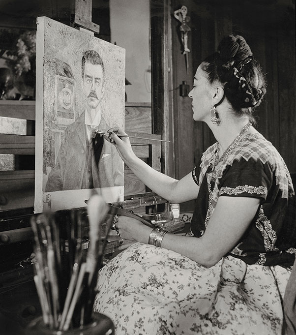 Frida painting the portrait of her father by Gisèle Freund, 1951. Photo from the traveling exhibition Frida Kahlo – Her Photos. (Photo ©Frida Kahlo Museum)