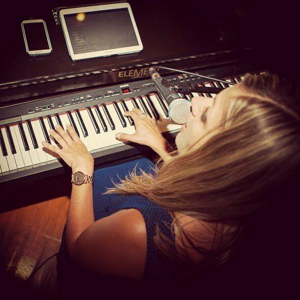 Sarah Angel Piano Pic3.jpg