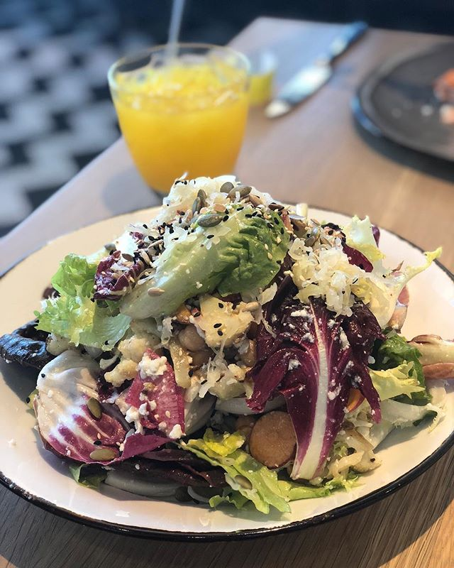 The big salad #noonallday #lunchsalad #vegetarian #turmericginger