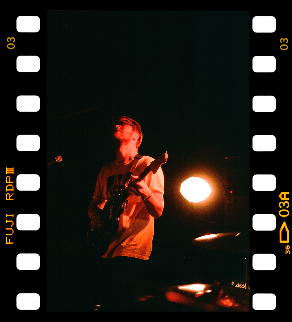 3BPhoto_Solids_IndieMusic__ConcertPhotographyToronto_FujiSuperia400XavierVertical&Yellow.jpg