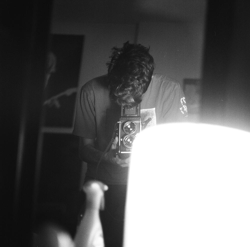 3bphoto_mamiyac330_mediumformat_120film_selfportrait_Kodak_Trix400