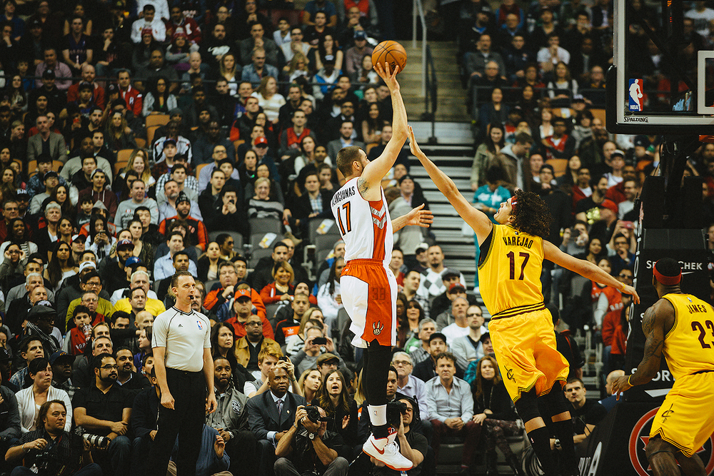 NBA-Game-Cleveland-Cavaliers-VS-Toronto-Raptors-Air-Canada-Centre-Lebron-James-James-NBA-All-Star-Game-2015-Kodak-Gold-200-Terrence-Ross-Layup-hookshot-Jonas-Valenciunas.jpg