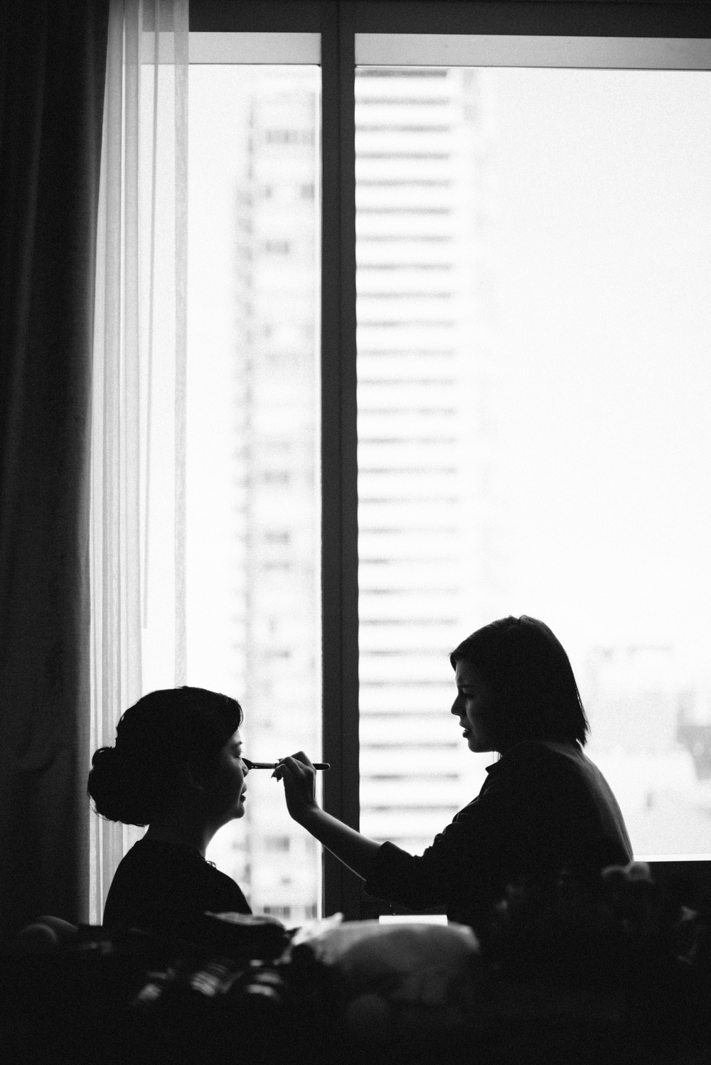 Bride make up Toronto wedding black and white photojournalist