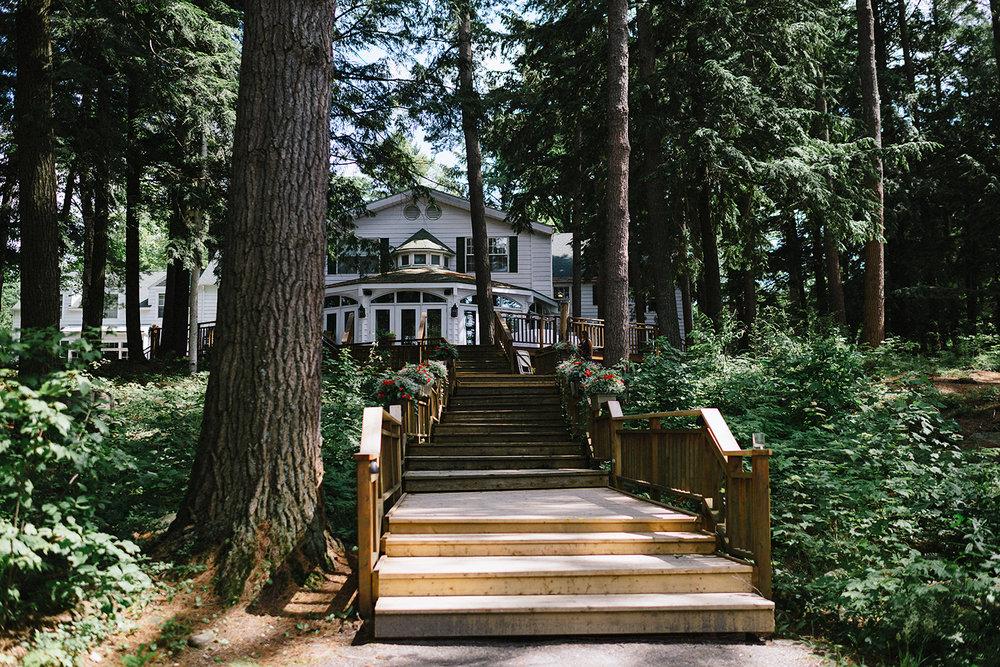 Muskoka-Cottage-Wedding-Photography-Photographer_Photojournalistic-Documentary-Wedding-Photography_Vintage-Bride-Sherwood-Inn-Lake-Wedding-Venue.jpg