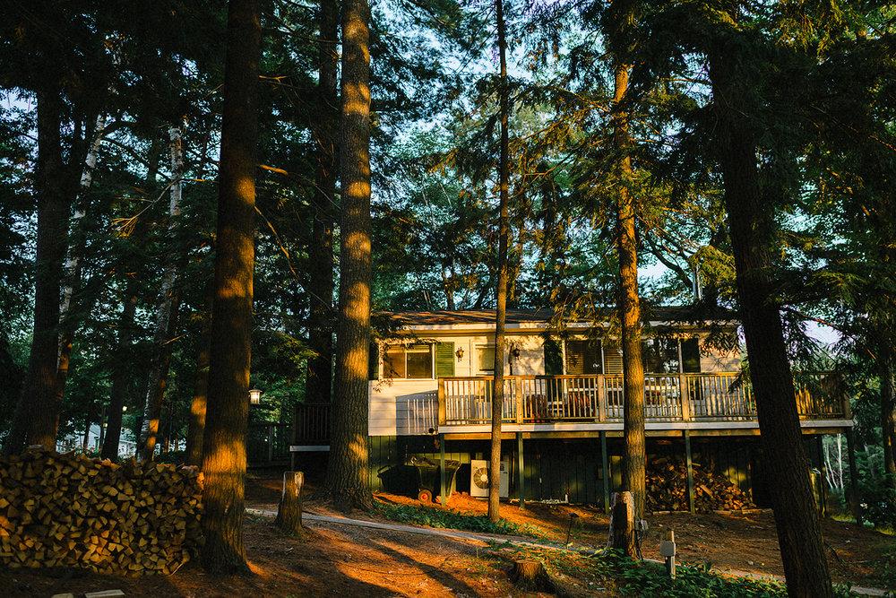 Muskoka-Cottage-Wedding-Photography-Photographer_Photojournalistic-Documentary-Wedding-Photography_Lakeside-Ceremony-Sunset-Light-on-Cabin.jpg