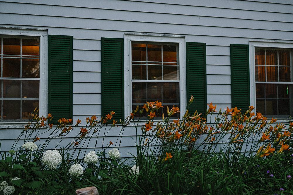 Muskoka-Cottage-Wedding-Photography-Photographer_Photojournalistic-Documentary-Wedding-Photography_Lakeside-Ceremony-Sunset-Light-on-Window-Sill.jpg