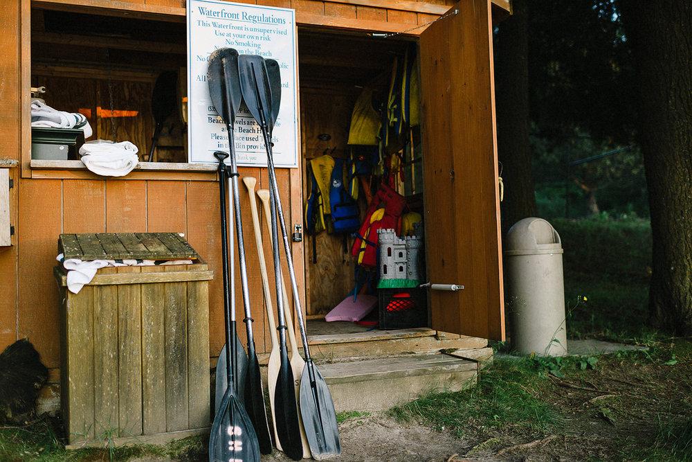 Muskoka-Cottage-Wedding-Photography-Photographer_Photojournalistic-Documentary-Wedding-Photography_Lakeside-Wedding-Canoe-Details.jpg
