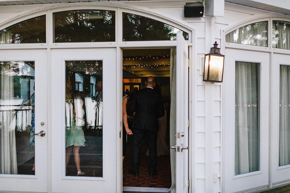 Muskoka-Cottage-Wedding-Photography-Photographer_Photojournalistic-Documentary-Wedding-Photography_Lakeside-Wedding-Reception-Venue-Details.jpg