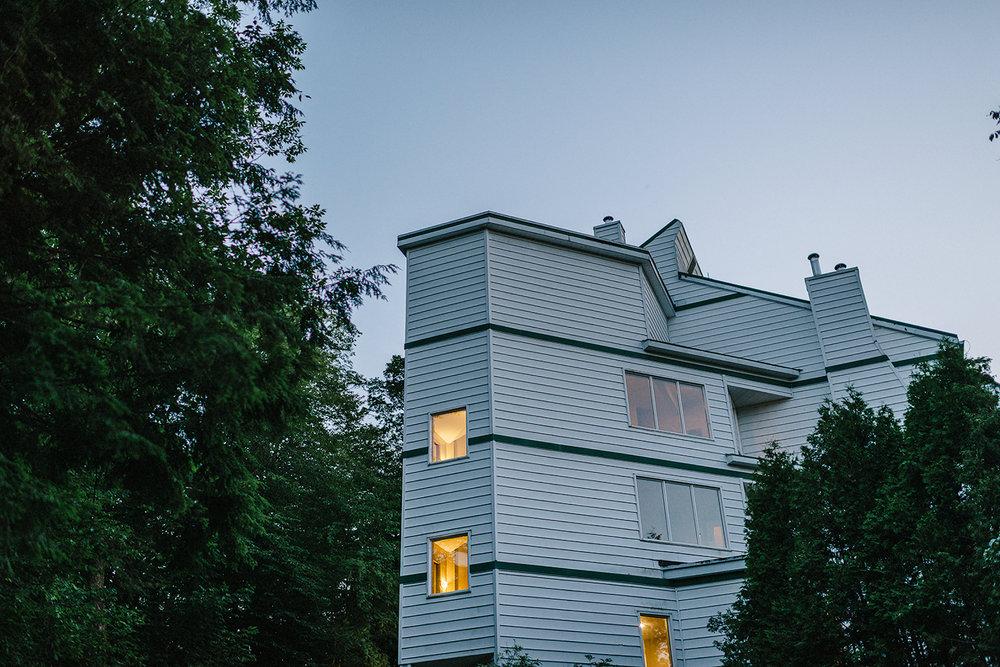 Muskoka-Cottage-Wedding-Photography-Photographer_Photojournalistic-Documentary-Wedding-Photography_Lakeside-Ceremony-Sunset-Light-on-Cabin-Lights.jpg
