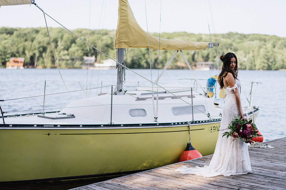 Muskoka-Cottage-Wedding-Photography-Photographer_Photojournalistic-Documentary-Wedding-Photography_Vintage-Bride-Lovers-Land-Dress_Rue-Des-Seins_Bridal-Portrait-Boho-bride-sailboat-lake.jpg