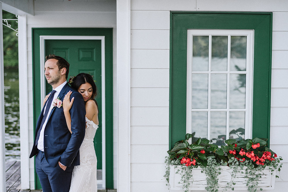 Muskoka-Cottage-Wedding-Photography-Photographer_Photojournalistic-Documentary-Wedding-Photography_Vintage-Bride-Lovers-Land-Dress_Rue-Des-Seins_Bridal-Portrai-Boho-Bride-and-groom-with-lakehouse.jpg