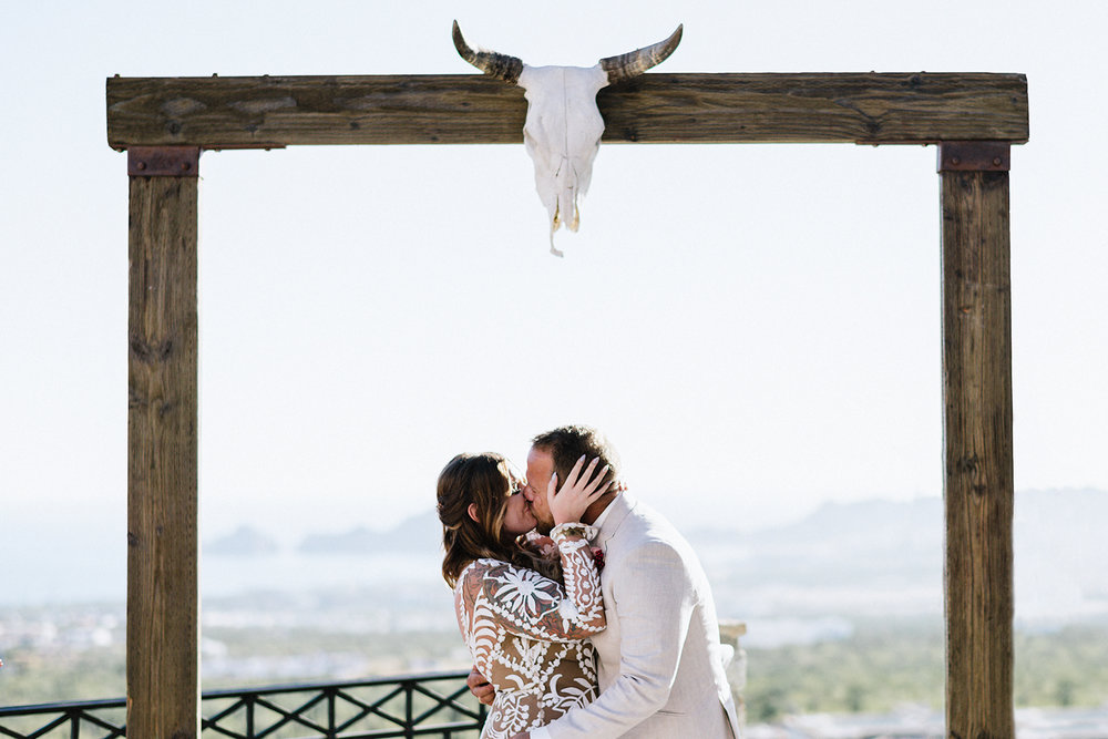 destination-wedding-cabo-san-lucas-ventanas-private-residence-alternative-toronto-wedding-photographer-ceremony-candid-documentary-moments-first-kiss.jpg
