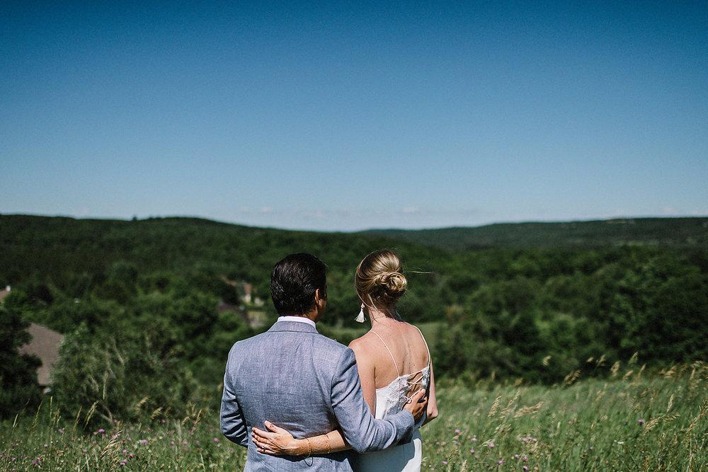 DIY-Countryhouse-Wedding-Vintage-Bride-and-Groom-Outdoor-Summer-Wedding-Reception-Beneath-a-Willow-Tree-Analog-Film-Kodak-TriX-Candid-Documentary-Photojournalistic-Wedding-Photography-Groomsmen-Candid-.jpg