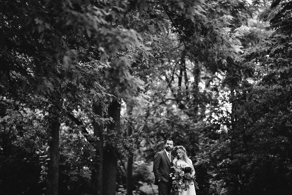 3b-photography-kleinberg-the-doctors-house-hipster-cool-badass-hunt-and-gather-bouquet-romantic-bride-and-groom-couples-portraits-junebug-weddings-inspiration-intimate-special-romantic-bw.jpg