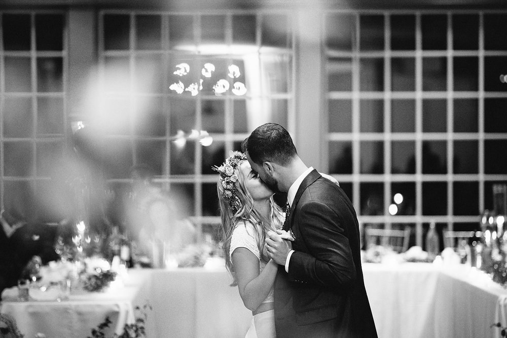 3b-photography-kleinberg-the-doctors-house-junebug-wedding-inspiration-large-wedding-reception-simple-modern-cool-bride-and-groom-first-dance-cute-emotional-moment.jpg