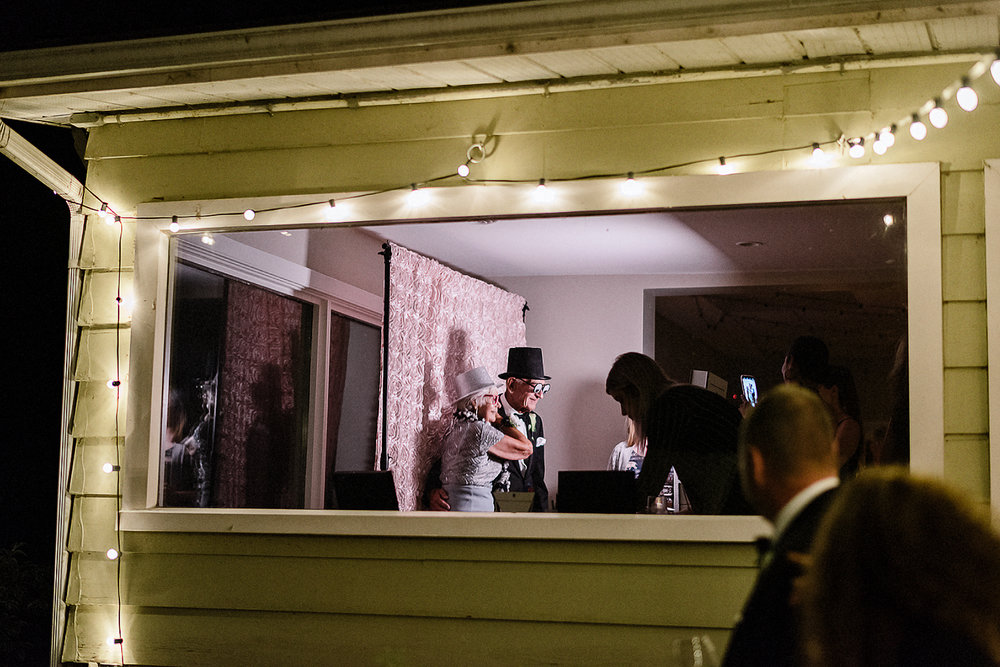 Best-Wedding-Photographers-Toronto-3B-photo-Brian-B-Bettencourt-Candid-Natural-Photojournalistic-Documentary-wedding-photography-Funny-candid-moments-with-guests-from-outside.jpg