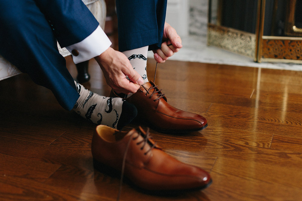Photojournalistic-Wedding-Photographers-in-Toronto-Candid-Natural-Dowswell-Barn-Wedding-Rustic-GTA-Muskoka-Farm-Groom-getting-ready-blue-suit-tying-brown-shoes.jpg