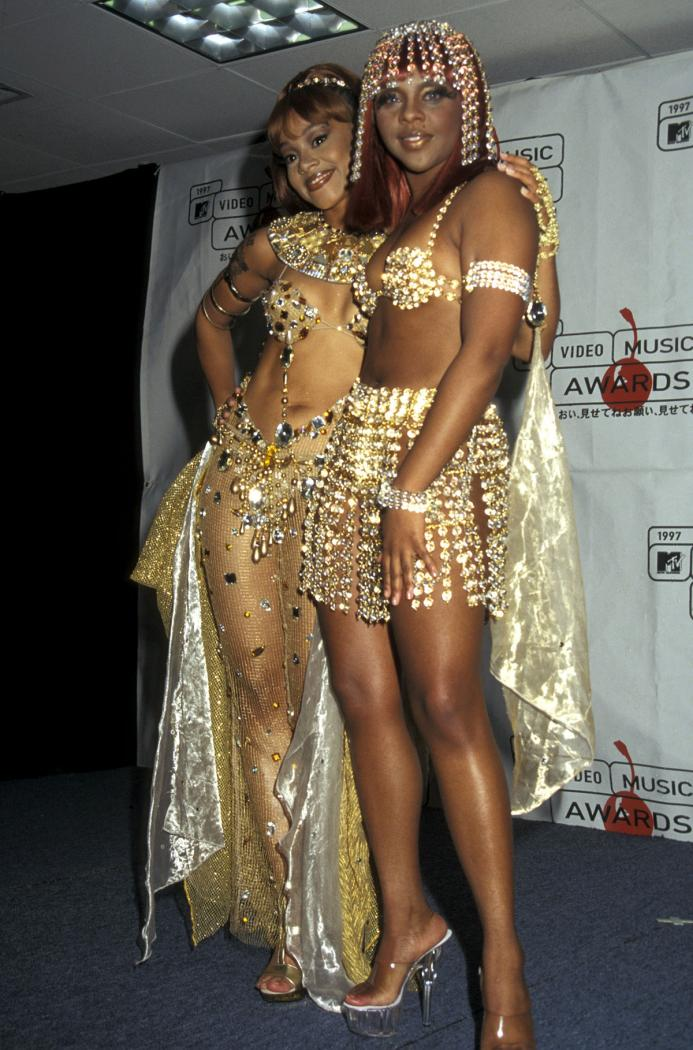 4-craziest-vma-outfits-fb.jpg