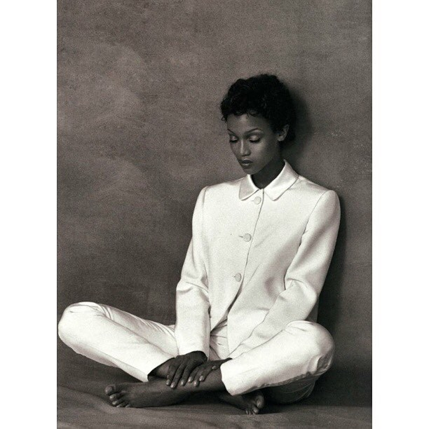 Meditation & Levitation. For everyone working all day or looking for something to make ends meet-preserve some of that energy for you and your dream. Don't give all the goods to your 9 ta 5💫  #cuztyrabanks #cuzyoudeserveit  #antm  #90s #blackandwhite #womeninsuits #thecutlife  #curls #blackgirlmagic  #legsfordays  #dream
