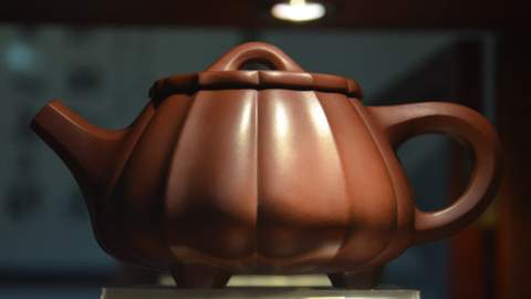 Most commonly chinese tea is brewed in Yixing teapot, a kind of stoneware, made of a stone mix, which is digged of mines and burned in kilns resulting in mainly red tones, because of the high contents of iron.