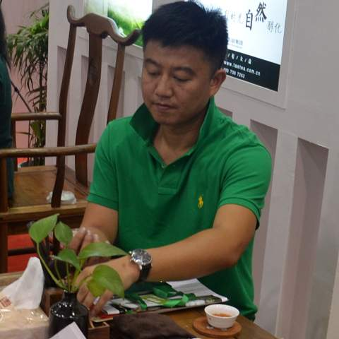 Mr Kang manages his mothers Dayi collection, one of the biggest in whole China, located in Guangzhou. He enables us to offer you all Dayi Pu-erh cakes for the official market price and the service to rent a place in Mr Kang's warehouse to store your purchases in most professional way.