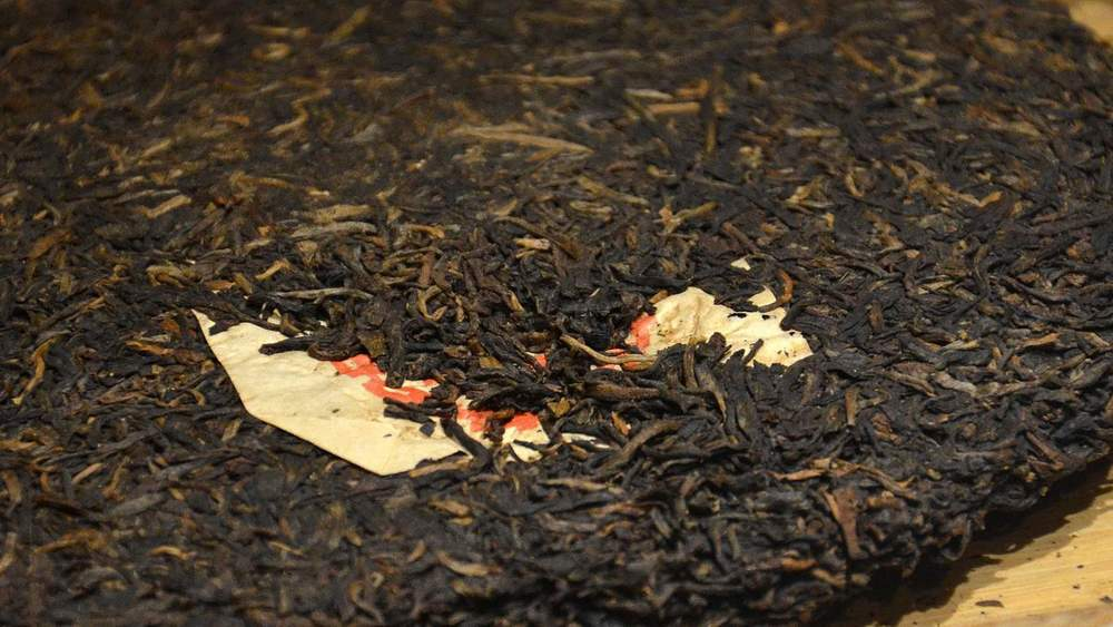 CNNP raw Pu-erh blend 7542, red label from 1996 of Menghai tea factory, small neifei