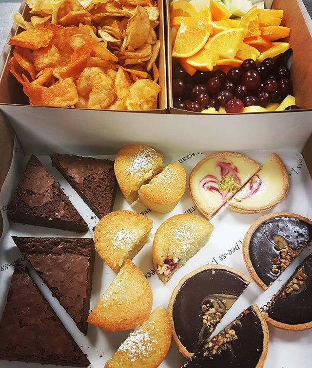 Hungry office workers look no further than one of our pretty piece platters 😍 get in touch to place an order 😉 #piecebakes #piece #bigbearbakery #officelunch #catering #lunchtime