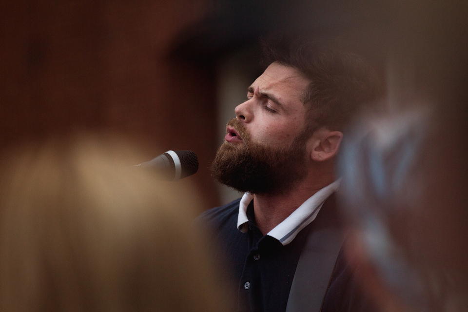 Passenger Busking in Perth 2016 close up.jpg