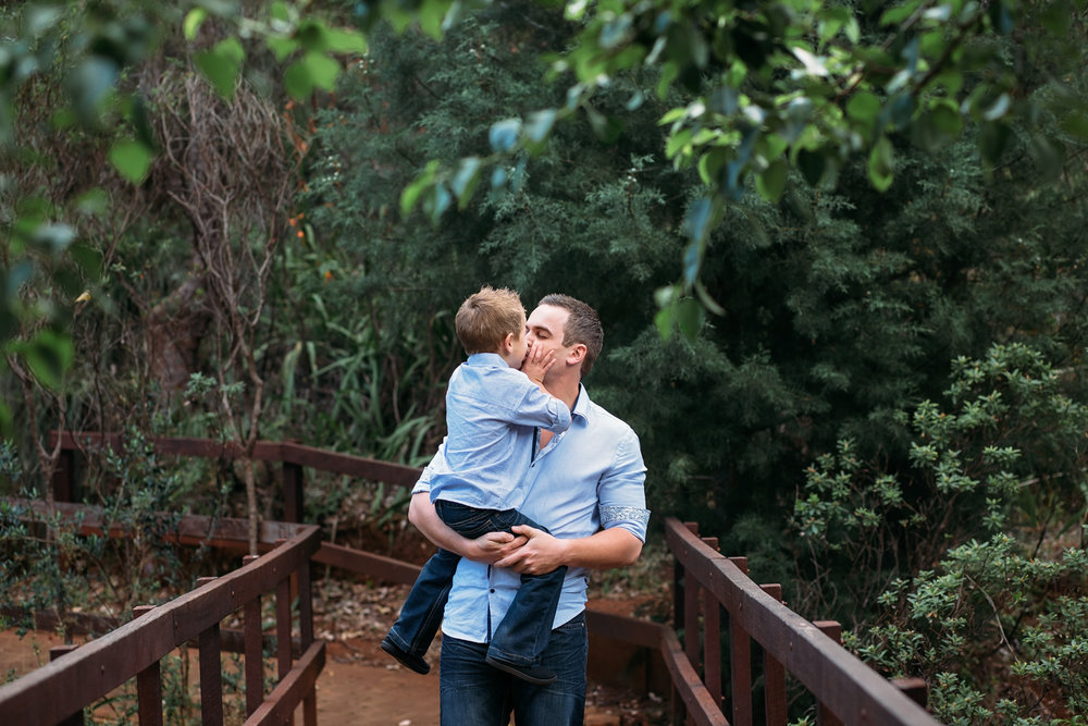 Kisses-with-Dad-at-Araluen.jpg