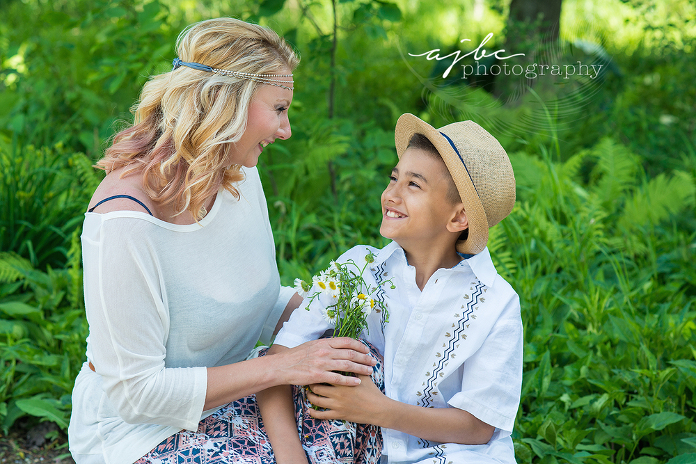 ajbcphotography-porthuron-michigan-family-photographer-outdoors-picnic-brother-sister-mother-portraits-child-photographer-family-fun-mother-son-love-photography.jpg