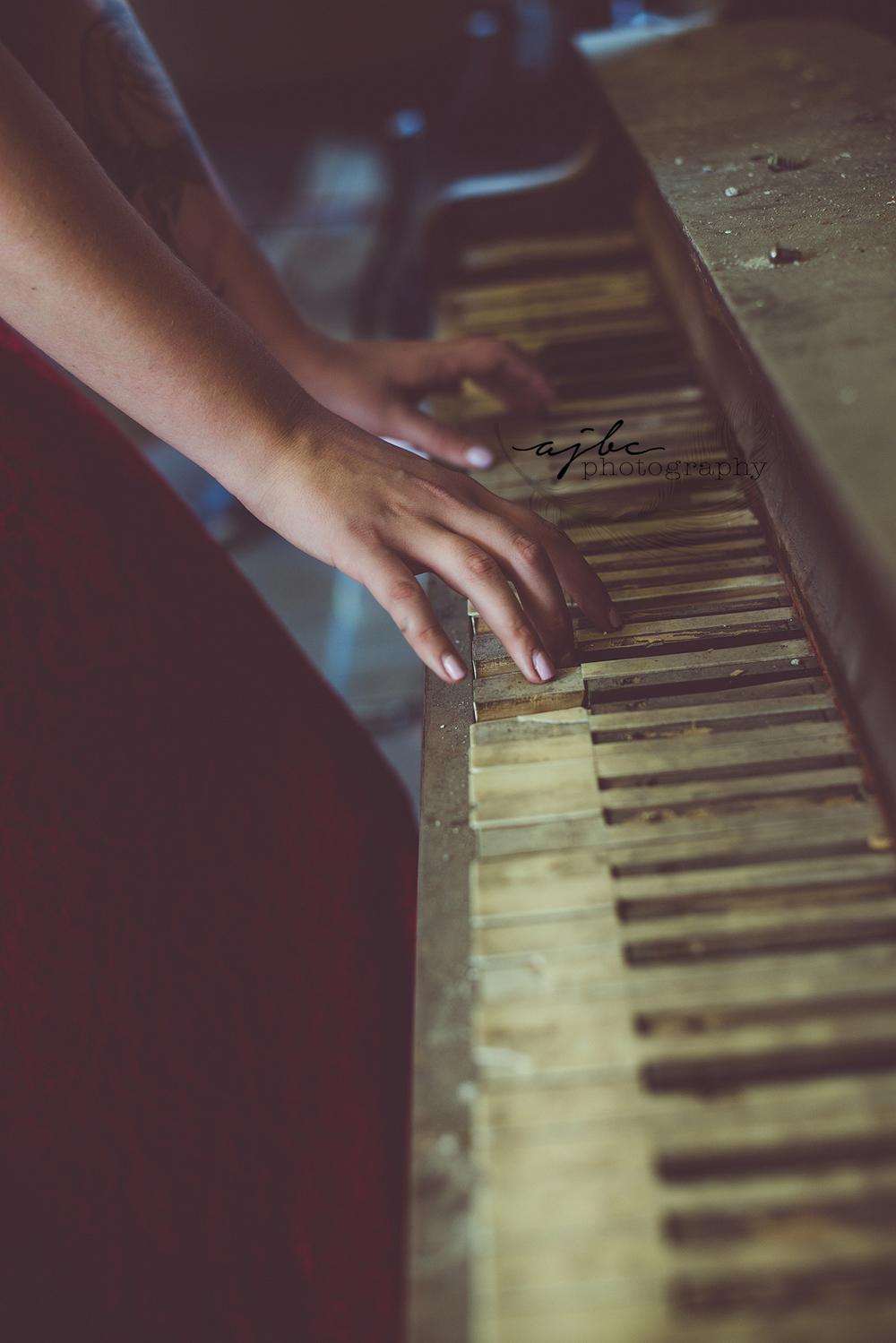 111 old vintage piano spooky.jpg