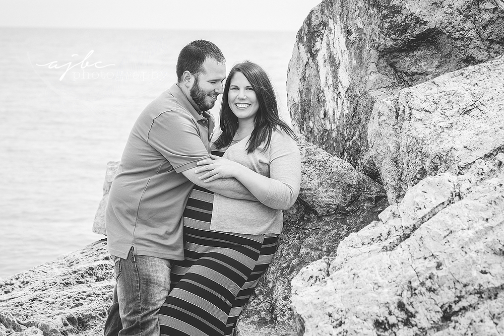 summer maternity photos on the beach.jpg