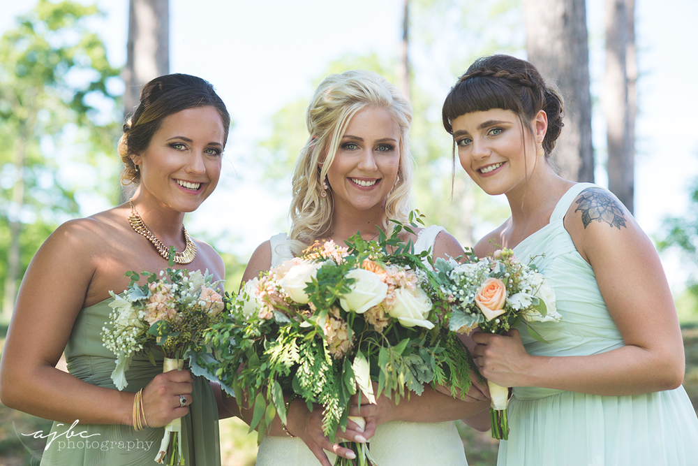 bride and maid of honor photos.jpg