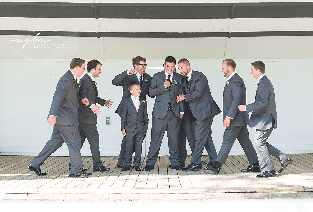 fun groomsmen photos michigan.jpg