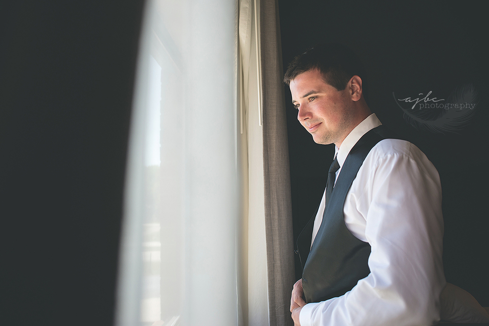 michigan groom wedding photos.jpg
