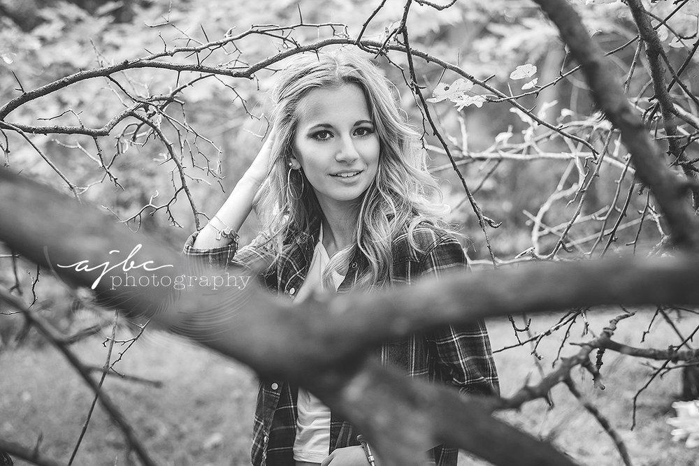 michigan high school senior photographer outdoor senior session plaid shirt photoshoot in the woods hunter girl country senior photoshoot .jpg