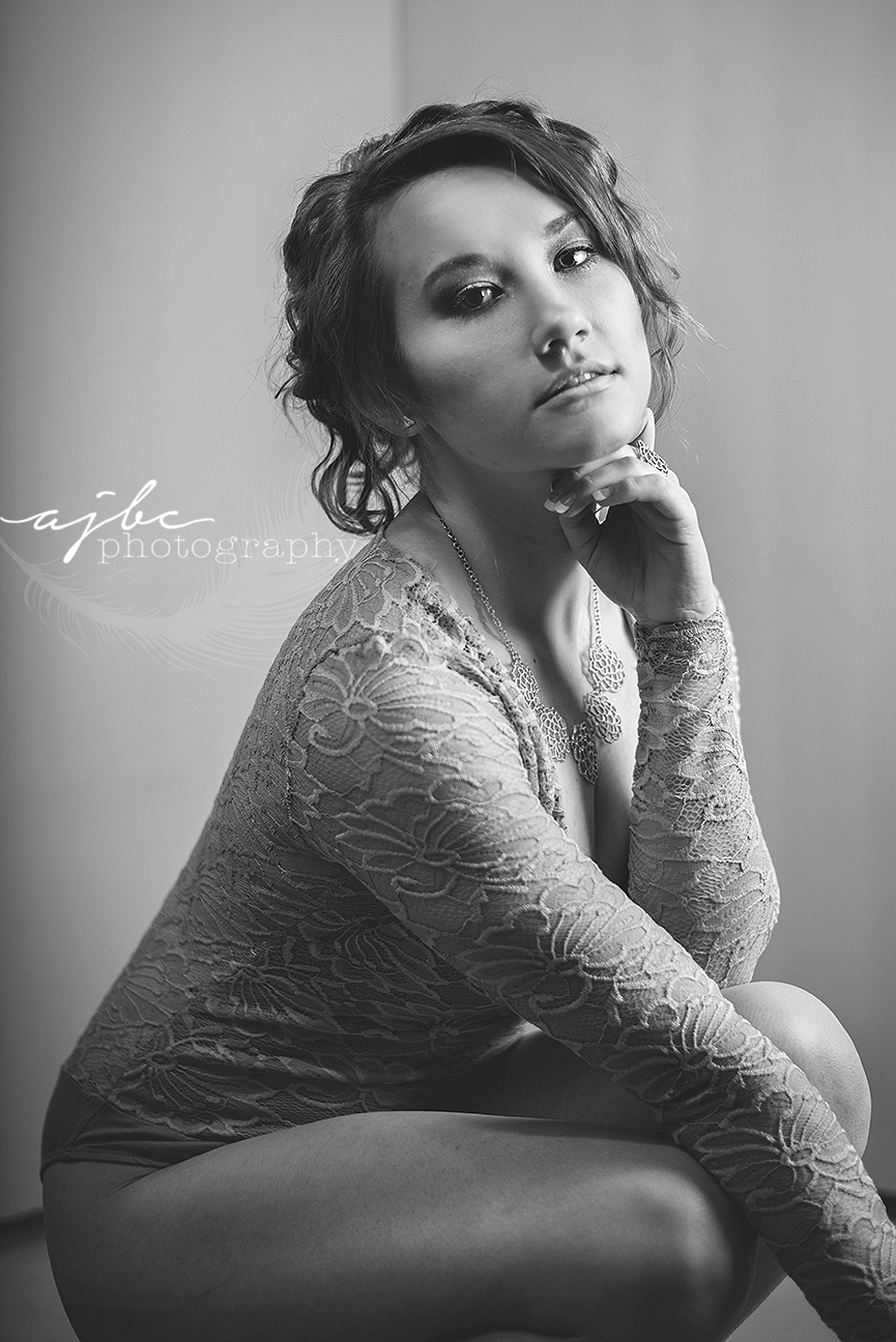 michigan boudoir photographer dry ice photoshoot fog beauty glamour.jpg