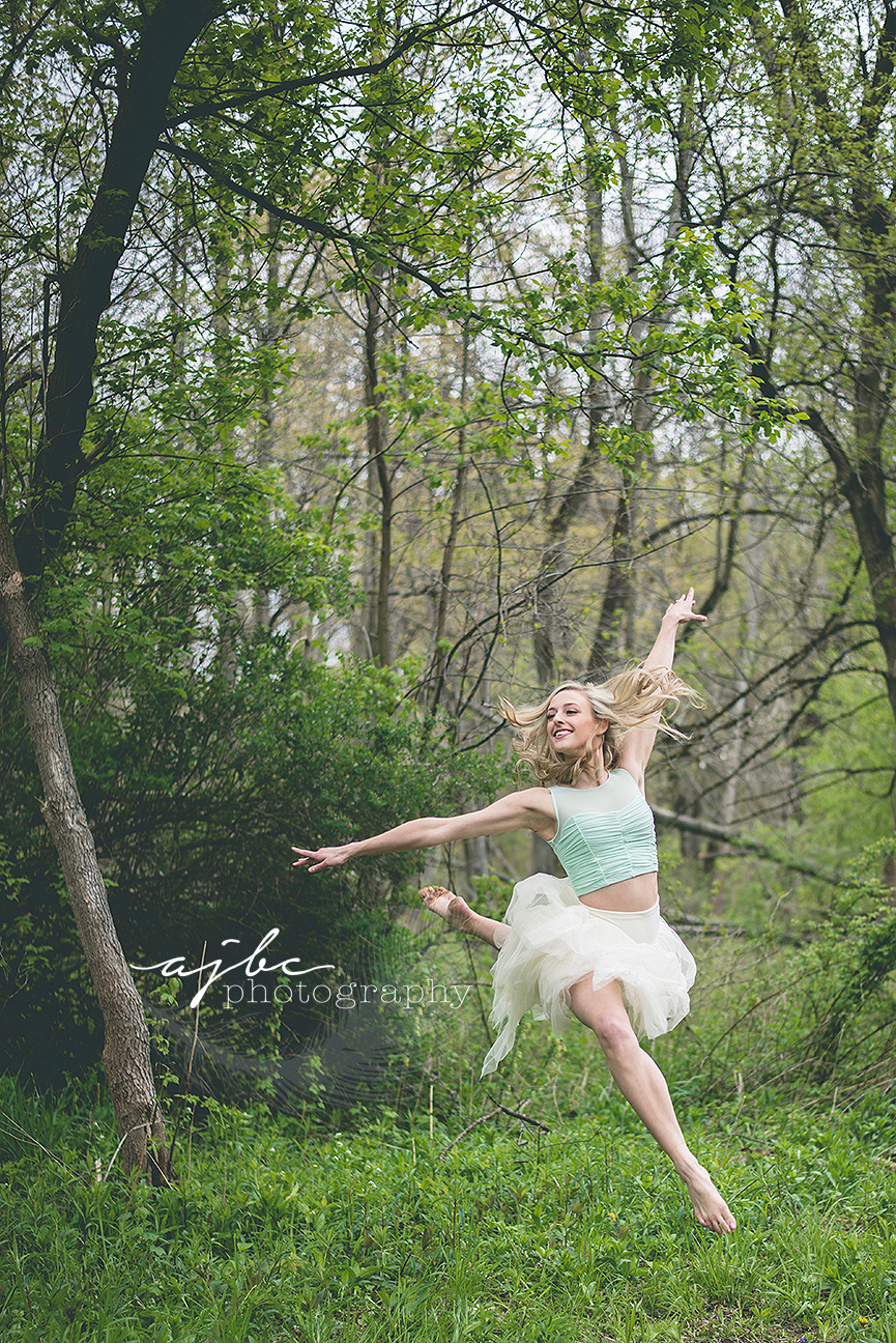 dance pointe outdoor photoshoot port huron michigan dance photographer.jpg