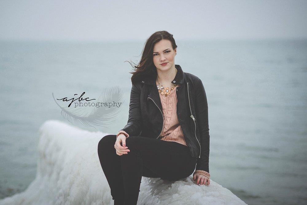 senior portraits on the lake.jpg