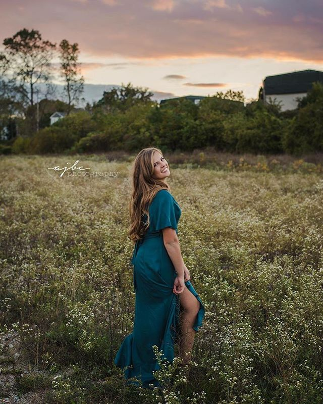 When everything comes together perfectly. 😍 Nature. Young Beauty. Sunset. . . . . #porthuron #porthuronphotographer #senior #seniorpictures #sunset #fashion #photography