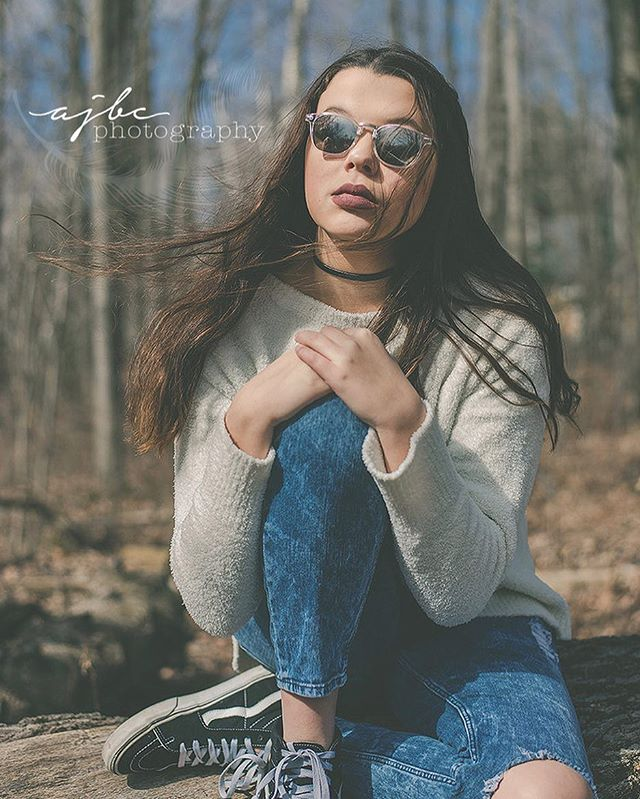 Give me all that attitude girl. It's workin on you. . . . #teen #model #grungeaesthetic #grunge #portraitphotography #outdoorphotography #fashion