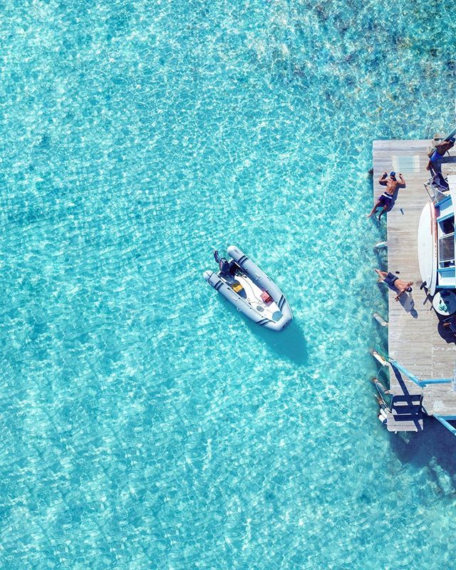 No words can describe Los Roques Nature 💙👩🏻‍🎨🏖 #MyFavoriteColor #LosRoques #ownthespot #paradisehotels