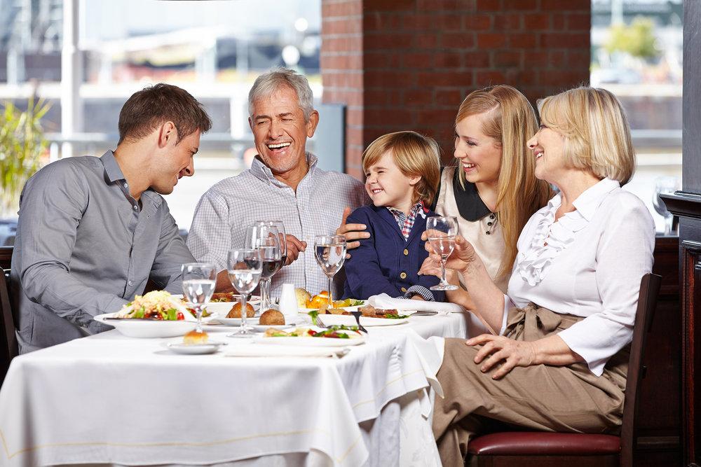 Family-Dinner-Cibo-e-Beve-shutterstock-f755fc345056b3a_f7560297-5056-b3a8-4944151914aa9021.jpg