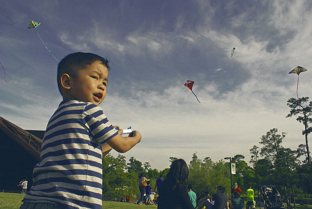 Personal_BoyWithKite_Houston_HermannPark3_29-14.jpg