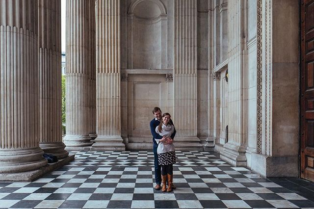 A rare moment of calm at St Pauls - possible at sunrise on a bank holiday!  A really beautiful morning walk with these two lovelies.  Can't wait for their wedding in Scotland next month.⠀ .⠀ .⠀ .⠀ #weddingphotography #londonwedding #stpauls #londonmornings #londonlandmark #engagementshoot #wedding #coupleshoot #portraitphotographer #londoncouplesshoot  #fujiwedding #vscowedding #vsco #portrait