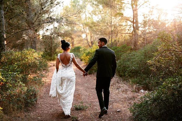 A ray of evening sunshine on this grey day today! A favourite wedding of last year in Ibiza. ⠀ .⠀ .⠀ #ibizawedding #destinationwedding #destinationweddingphotography #lastlight #coupleportraits #justmarried #sunset #goldenhour #momentsovermountains #ibizasunset #weddinginspo #vsco #lookslikefilm