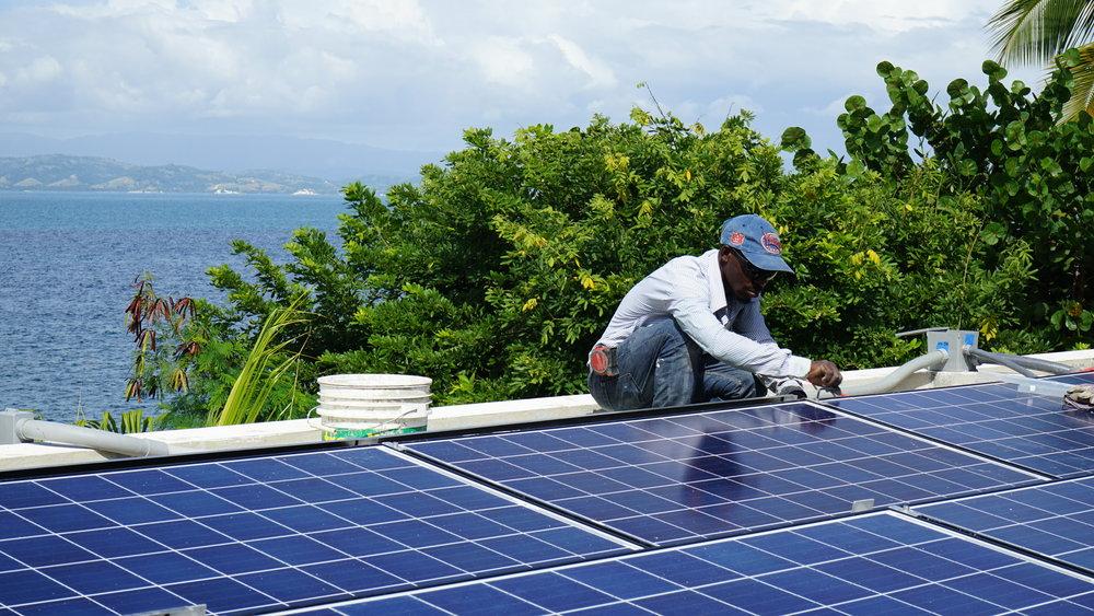 BHI installing Solar panels on Île-à-Vache Kay Kok Clinc, Haiti